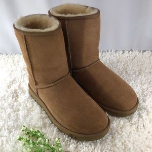 Tan Ugg Short Boots Size 8